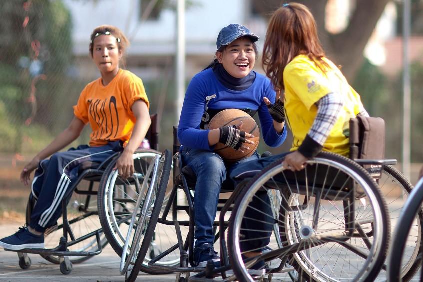 Camboya/Baloncesto: superar la discapacidad con rehabilitación y deporte - La historia de Nimal