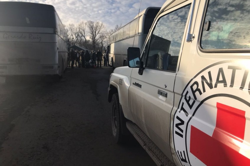 Ukraine: ICRC participates in release and transfer of more than 300 detainees
