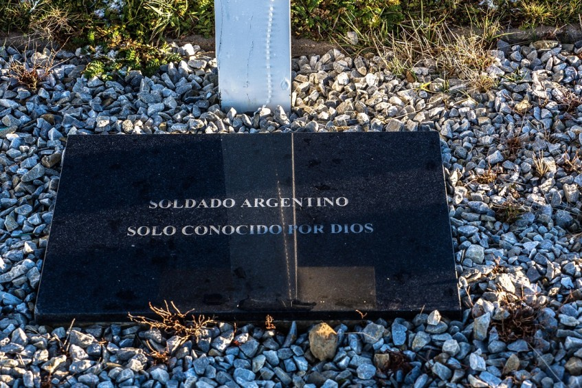 Falkland/Malvinas Islands: ICRC work to identify Argentine soldiers buried in Darwin cemetery continues as planned