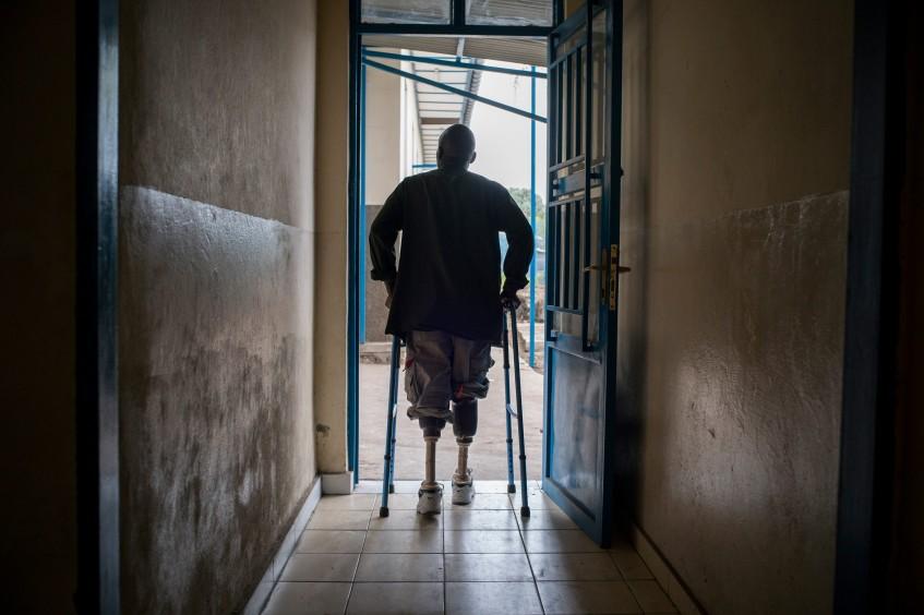 为何应将残疾问题始终视为首要议题?