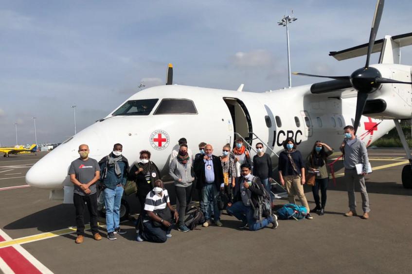 السودان: وصول طاقم طبي وموظفي دعم تابعين للصليب الأحمر وأطباء بلا حدود الخرطوم عبر رحلة انسانية
