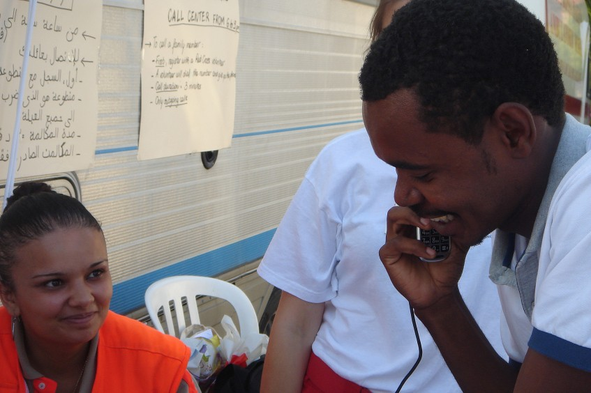 Francia / Italia: la Cruz Roja restablece el contacto entre familiares para migrantes