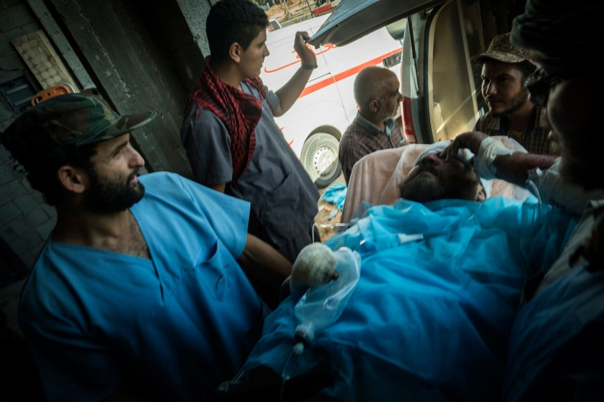Fornecimento de comida e artigos de higiene básica a milhares de líbios deslocados em 2016