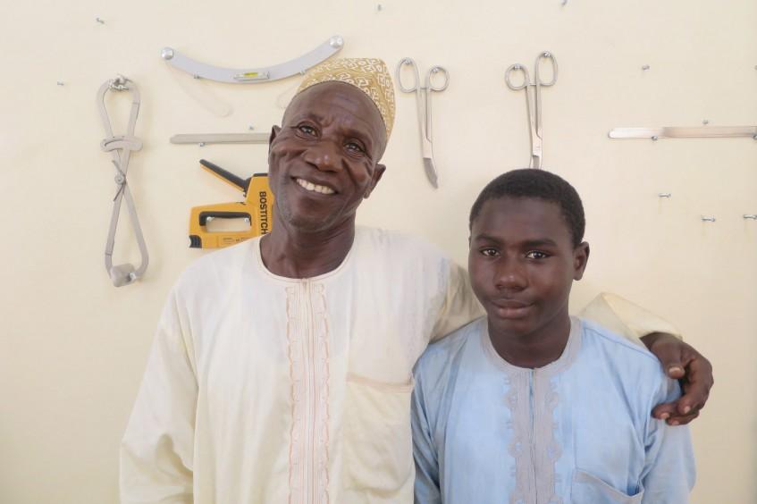 Nigéria: prótese de perna ajuda na recuperação depois de explosão de bomba em mochila