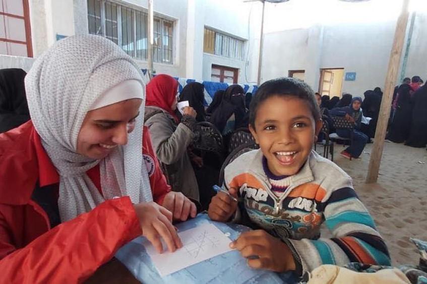 北西奈省:埃及红新月会与红十字国际委员会为数千户家庭提供人道援助