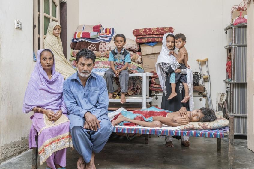 Неизвестные герои Пакистана: медицинские работники рискуют собой, чтобы спасти других