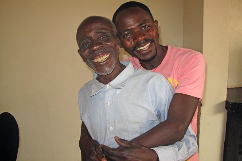 卢旺达:失散22年后父子团聚