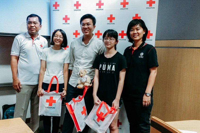 Singapore: With a 'smile', Sandy Tan wins Youth Humanitarian Challenge