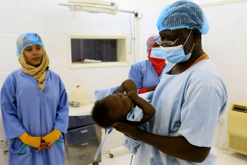 Soudan : soigner les bébés nés avec un pied bot