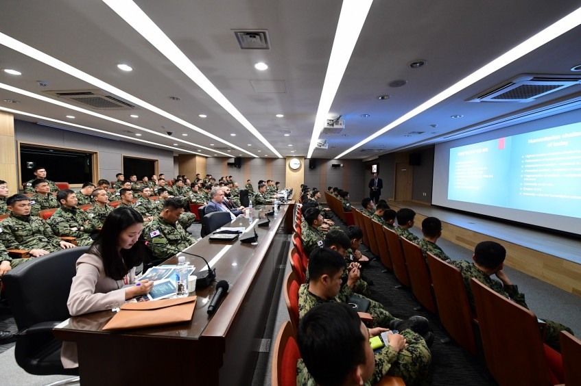 Seoul: Over 60 officers of Special Warfare Command attend lecture on IHL