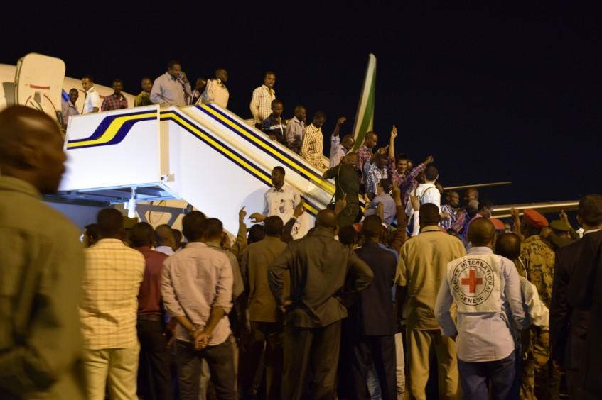 السودان: اللجنة الدولية للصليب الأحمر تسهل تسليم 125 محتجزًا في عملية عبر الحدود