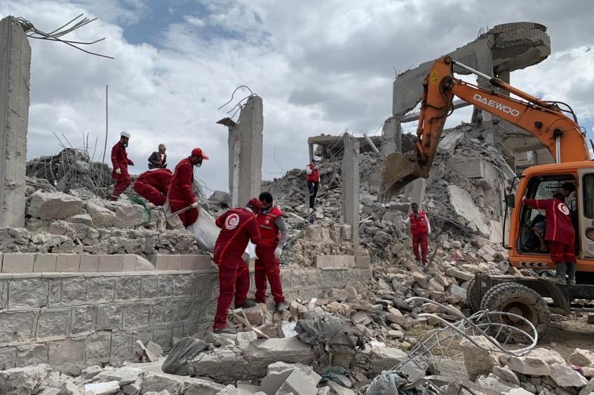 Iêmen: cenas de devastação após ataque que matou ou feriu todas as pessoas em centro de detenção