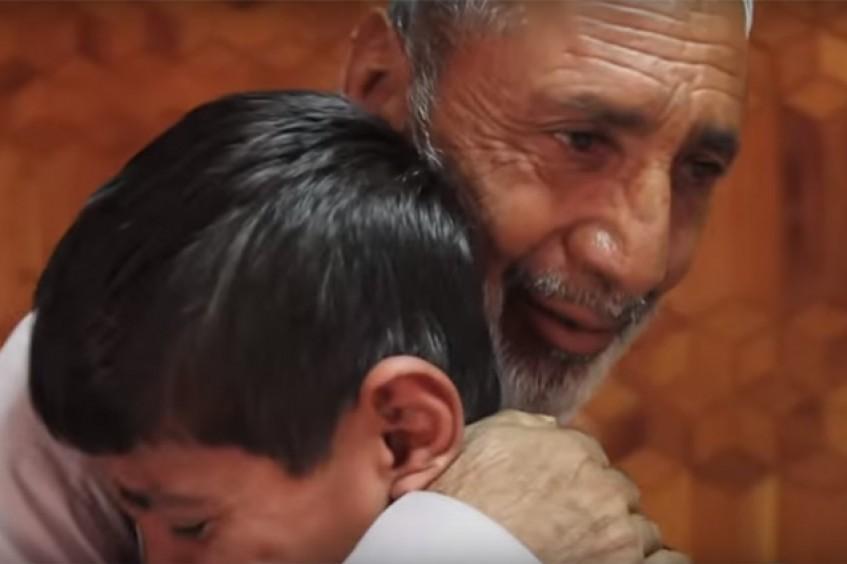Afeganistão/Paquistão: a angústia dos pais se transforma em alegria ao rever os filhos