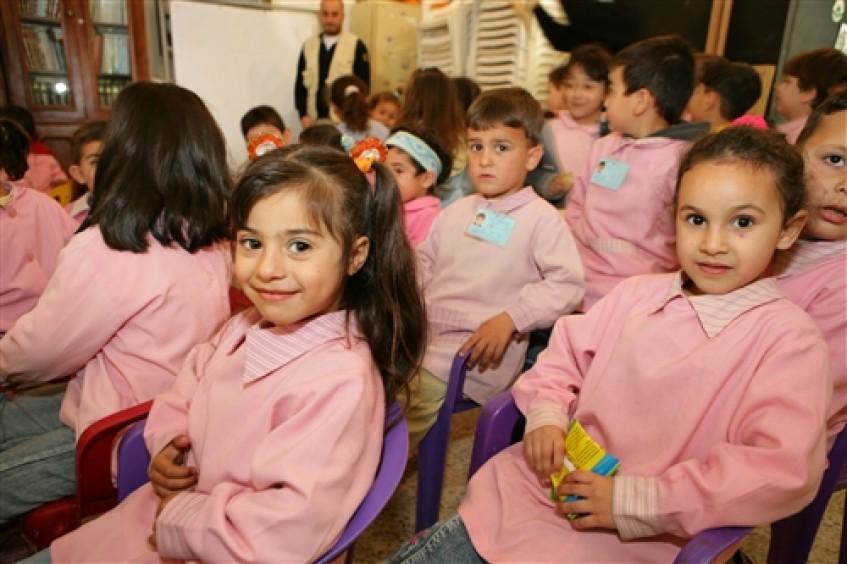 العودة إلى المدرسة: أعادت اللجنة الدولية للصليب الأحمر تأهيل مدرسة وملعب في بلدة شمالية