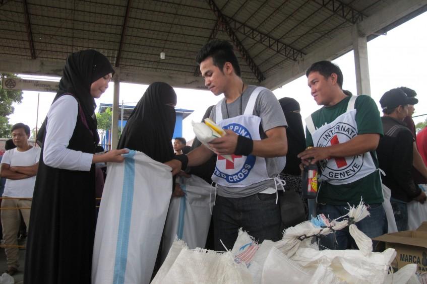 Filipinas: ajuda chega a 7 mil evacuados em casas de família por causa dos combates em Marawi