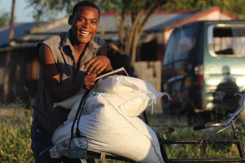 موزمبيق: في أعقاب إعصار إيداي.. العائلات تعيد بناء سبل كسب أرزاقها