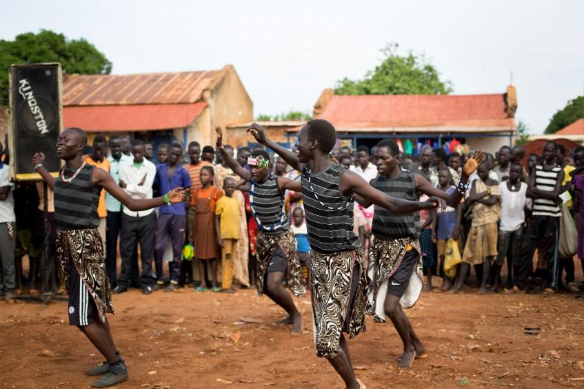 Уличные представления привлекают внимание к защите медработников в Южном Судане