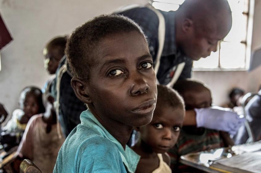 Atingidos pela violência comunitária e desnutrição em Tanganica, República Democrática do Congo