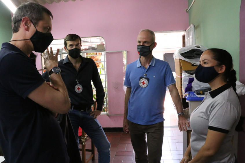 Colombia: ICRC vice-president reaffirms commitment to support victims during visit