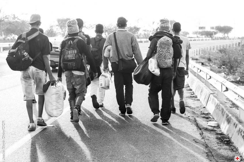 Una ruta en blanco y negro: El camino del migrante en Ecuador y Perú