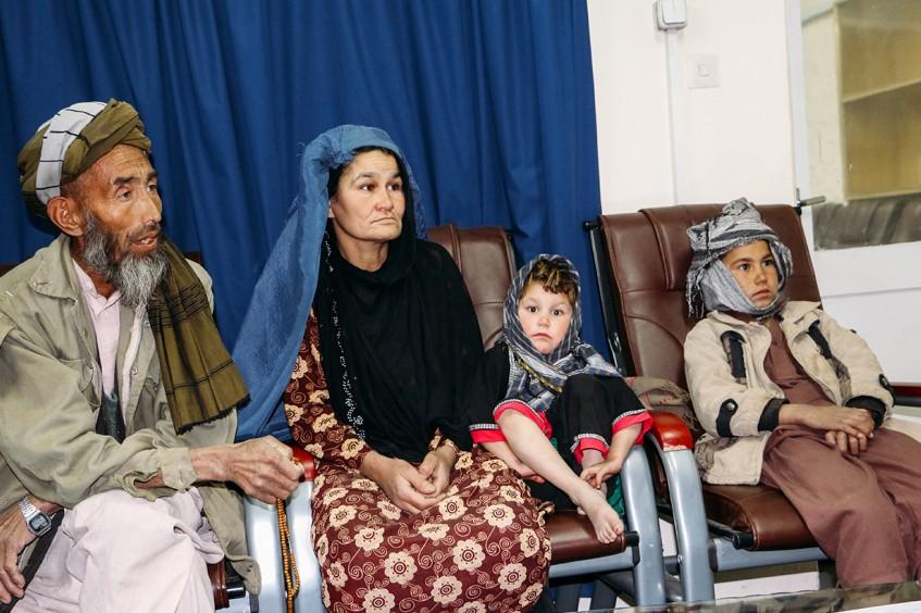 """阿富汗重建家庭联系工作:失踪两年之后,纳吉布拉的""""死而复生""""让家人震惊"""