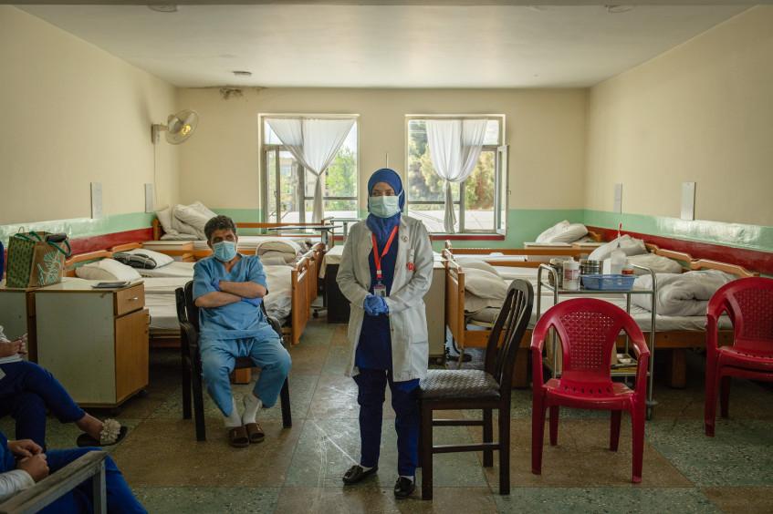 Afeganistão: aumento da violência contra a assistência à saúde em meio à COVID-19 ameaça milhões de pessoas