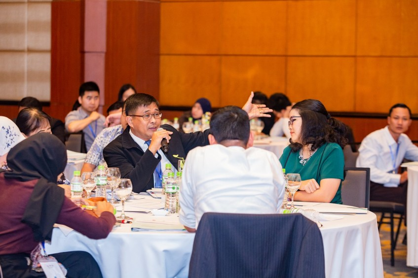 IHL session in Viet Nam: Experts tackle tough questions on cyber warfare and autonomous weapons