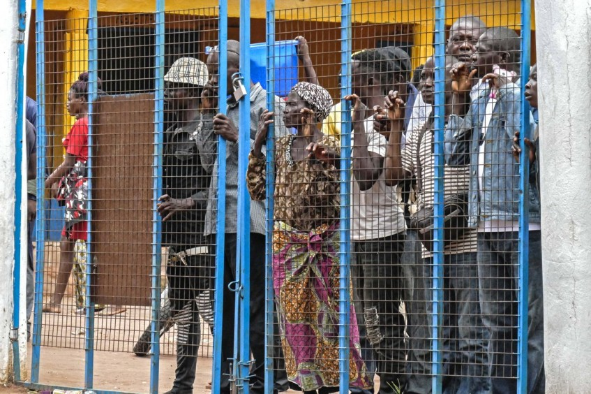 Democratic Republic of the Congo: 50,000 Congolese citizens expelled from Angola trapped at border