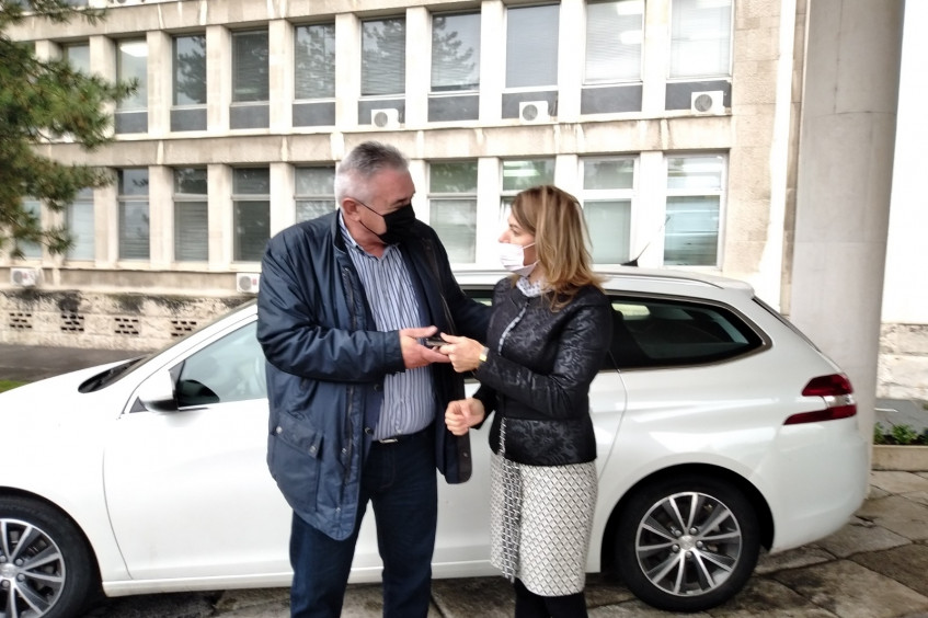 ICRC donates vehicle to Belgrade Delegation to Working Group on the Missing