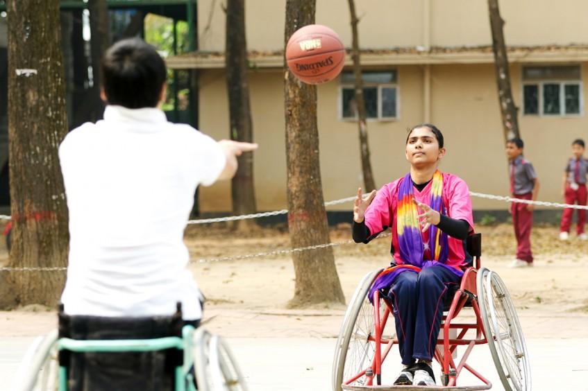 孟加拉国:轮椅篮球助力打破成见