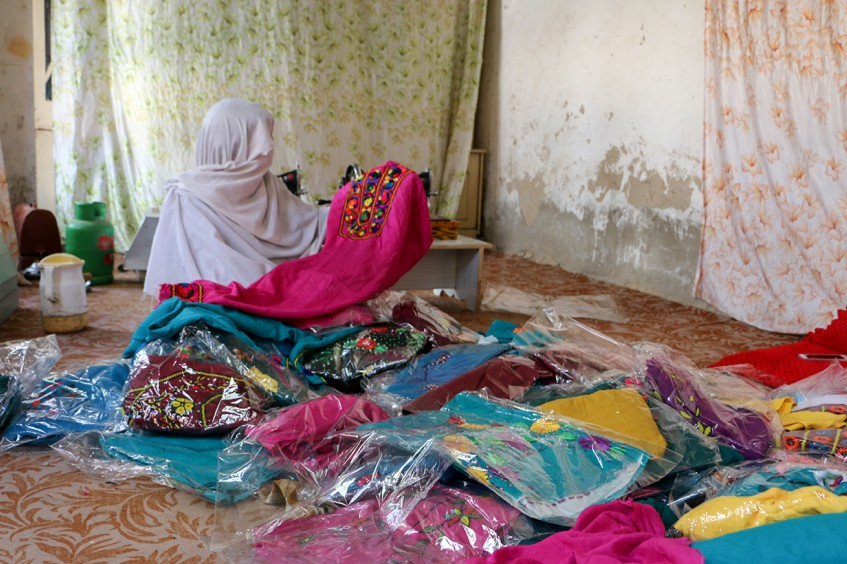 阿富汗家庭主妇的成功经营之路,一针一线,稳步前行