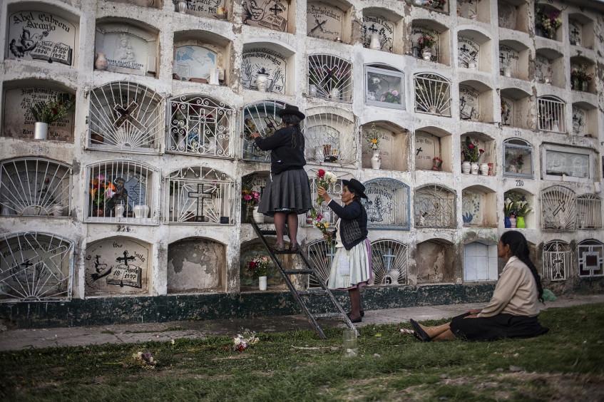 Lineamientos prácticos para la inhumación en Perú, Bolivia y Ecuador