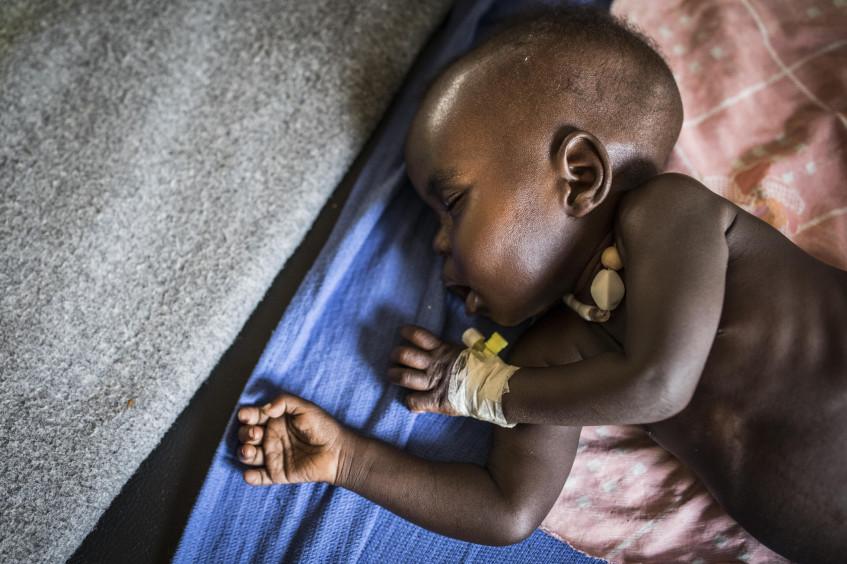 شبح سوء التغذية يخيّم في أماكن النزاع مع الارتفاع الجنوني في أسعار المواد الغذائية