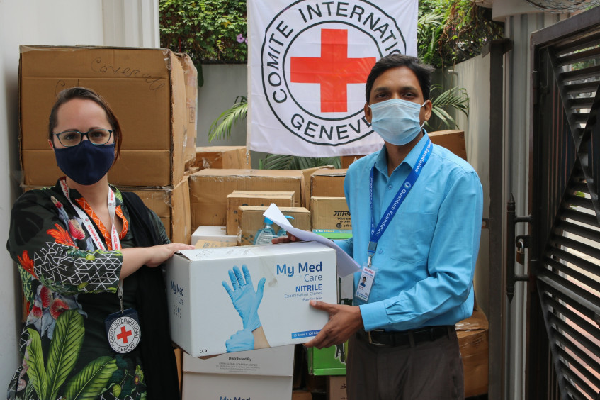 Bangladesh: ICRC donates body bags, PPE items to ensure dignified handling of COVID-19 deceased