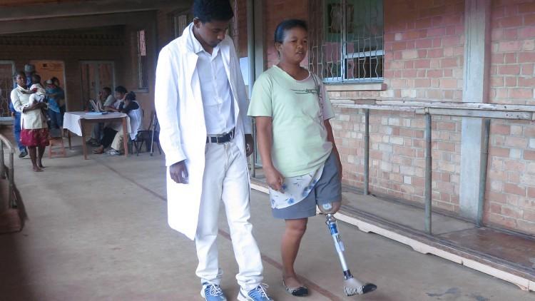 Madagascar: un esfuerzo especial para que las personas vuelvan a caminar