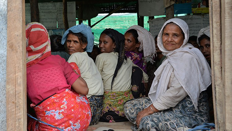 Myanmar : des déplacés peuvent à nouveau cuisiner grâce à la distribution de combustible