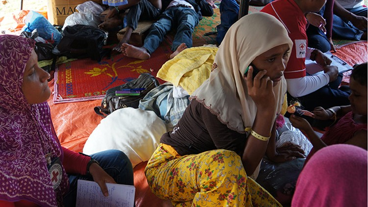 Indonesia: Phone calls help reconnect families