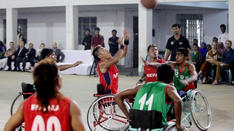 Un torneo de básquet en silla de ruedas reúne a jugadores de Bangladesh y Nepal