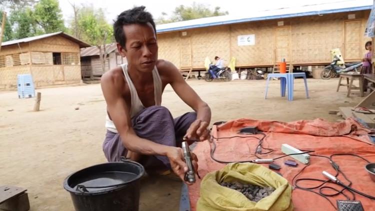 Myanmar: gagner sa vie en polissant de l'ambre