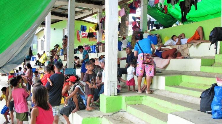 Filipinas: reciben ayuda 2.700 evacuados en Surigao del Sur