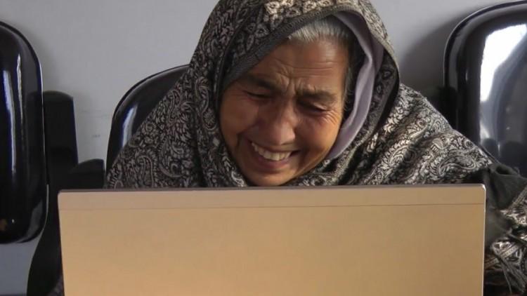 أفغانستان: موقع إعادة الروابط العائلية ينجح في لم شمل أم وابنها