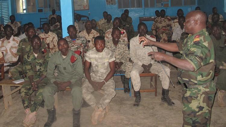 Chad: formación de soldados de Chad sobre las normas de la guerra