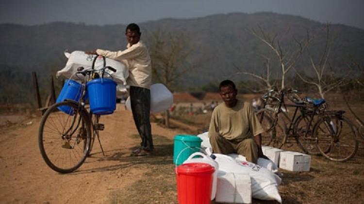India: renacer lentamente de las cenizas - Comunidades desplazadas luchan por reconstruir su hogar y sus vidas