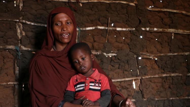Kenia: la sequía azota a los pueblos costeros, donde el agua salada llena los estómagos vacíos