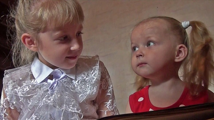 Russia: Displaced Ukrainian children go back to school – fully equipped
