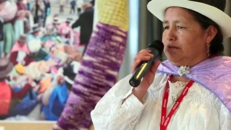 """""""Chalina de la esperanza"""" mantiene viva la ilusión de las familias de desaparecidos en Perú"""
