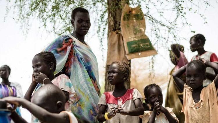 Sudão do Sul: milhares de pessoas vivem debaixo de árvores e precisam de água, comida e abrigo