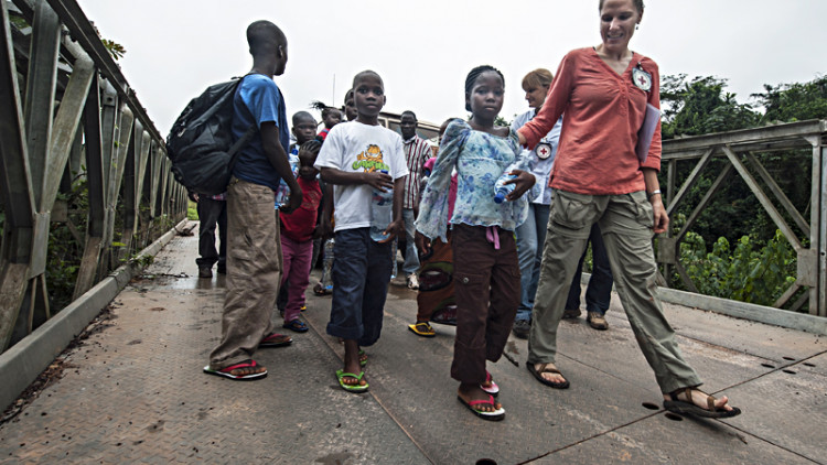 Côte d'Ivoire/Liberia: Mother and children reunited after three years