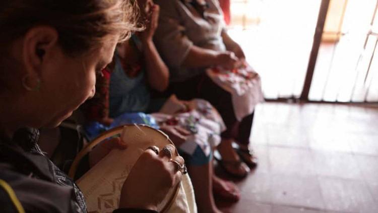 Paraguay: proyecto de artesanía empodera mujeres detenidas