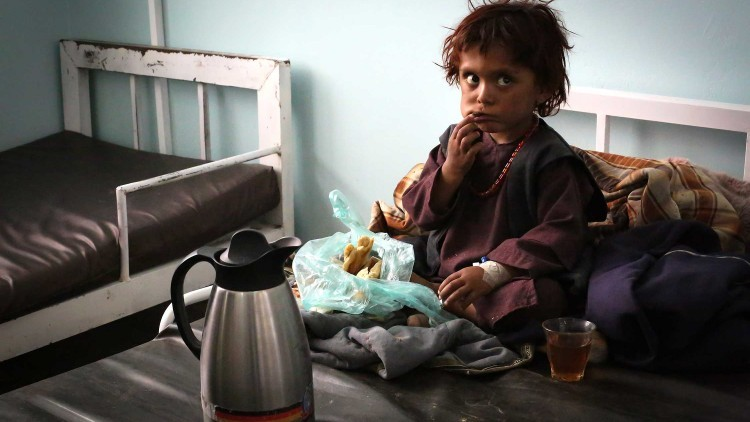 阿富汗:米尔韦斯医院新儿科病房已经超员